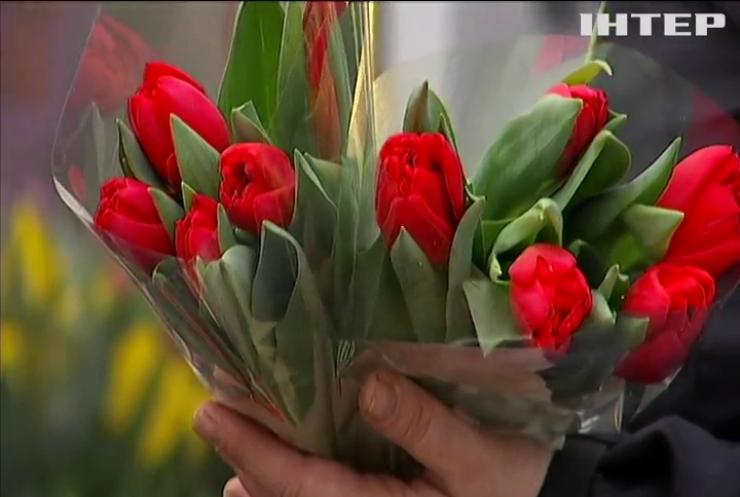 Святкові клопоти: де придбати та скільки коштують квіти до 8 Березня