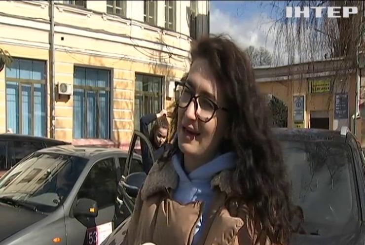 """""""Автоперегони на підборах"""": у Києві провели традиційне жіноче ралі"""