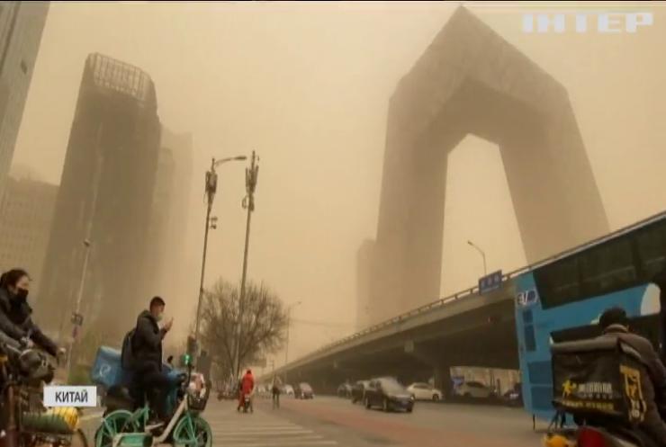 Столицю Китаю накрила піщана буря