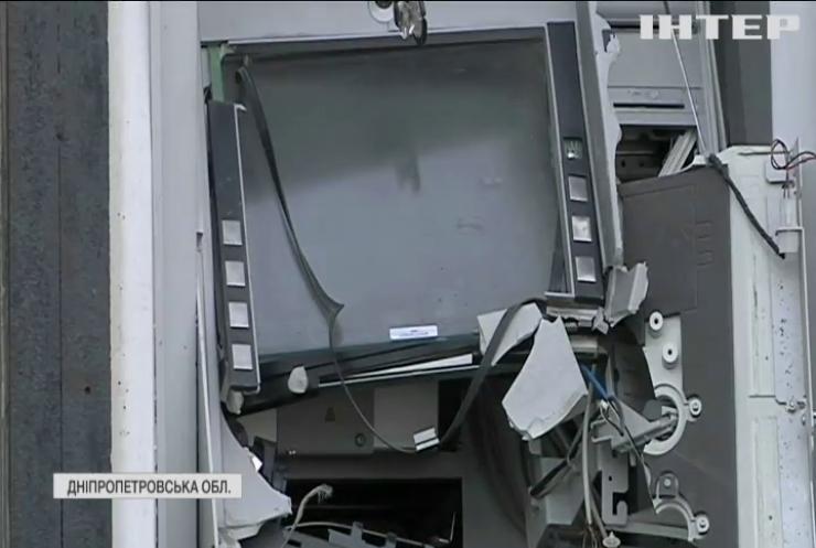 На Дніпропетровщині підірвали банкомат та вкрали гроші