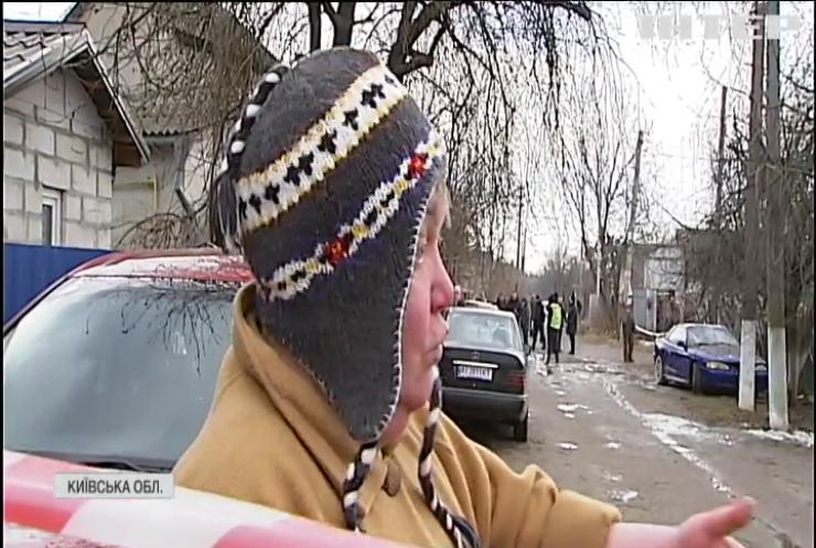 Вибиті шибки та понівечені автівки: у Боярці внаслідок загадкового вибуху загинула людина