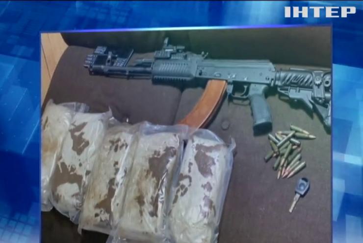 У Харкові затримали озброєних до зубів автовикрадачів