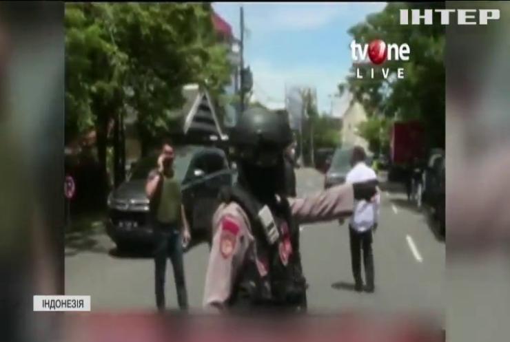 Смертники підірвали вибухівку поблизу католицької церкви в Індонезії