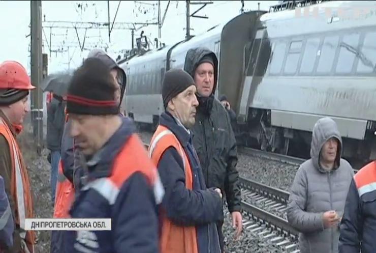 """Чому зійшов з рейок потяг """"Інтерсіті"""": подробиці з місця аварії"""