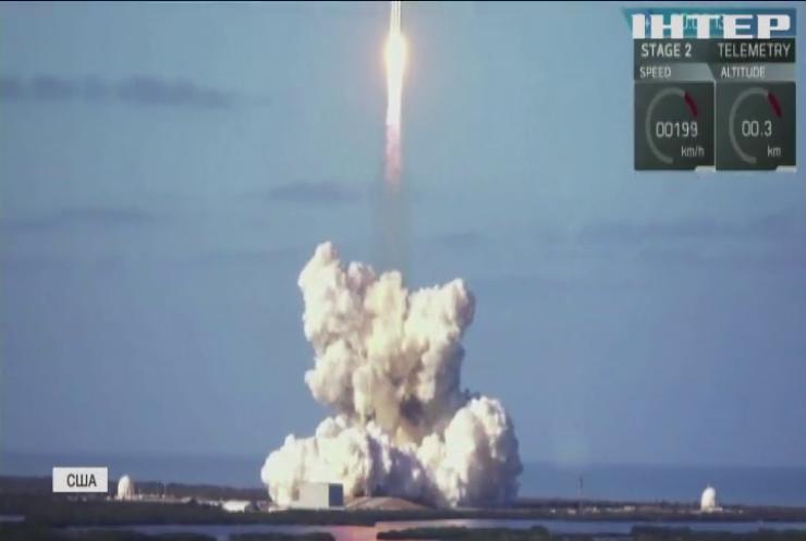 SpaceX представила перший цивільний екіпаж