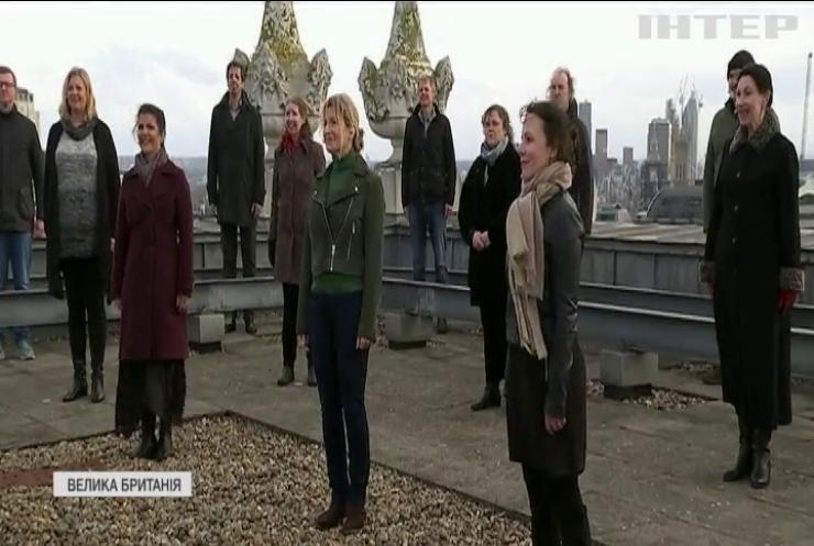 Хор лондонської опери заспівав на даху