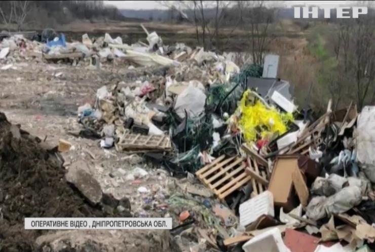 Біля Дніпра поліція знайшла токсичне звалище
