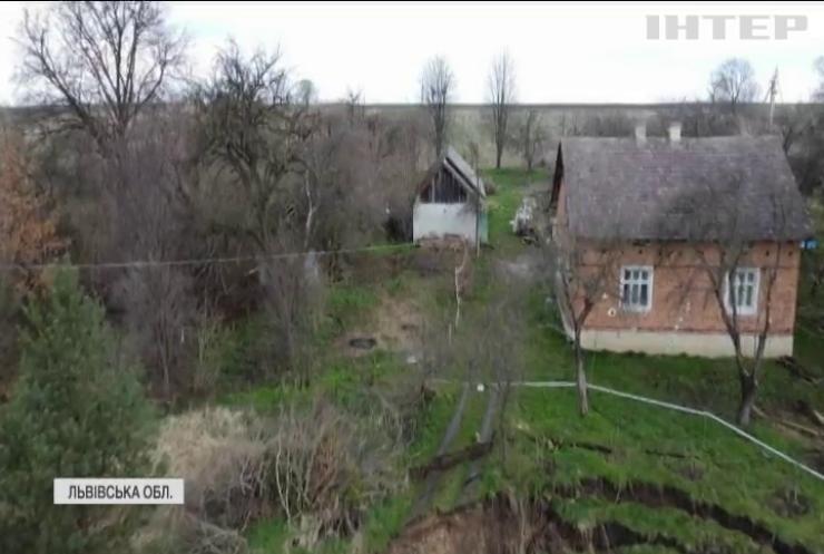 Біда поруч: село на Львівщині провалюється під землю