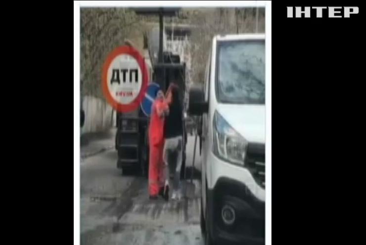 У Києві водій обстріляв дорожнього робітника