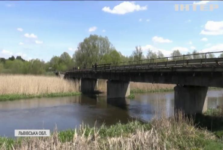 На Львівщині обвалився міст державного значення