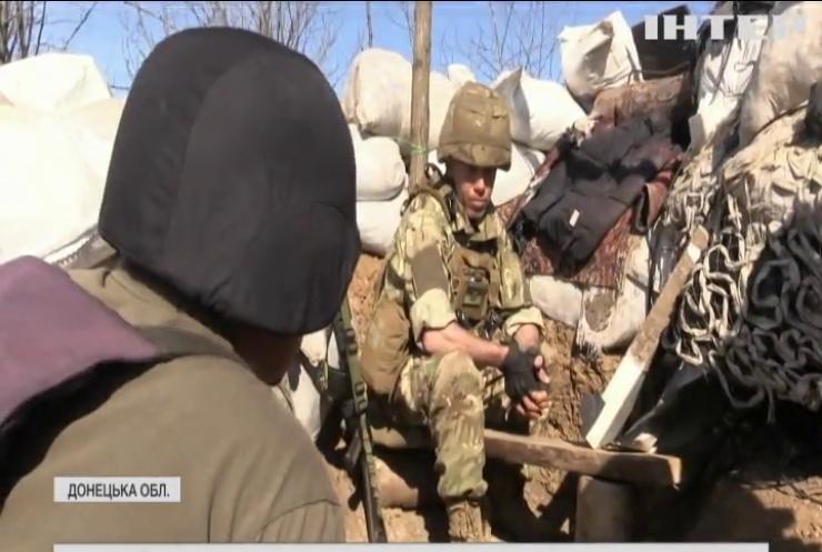 На передовій українські вояки відзначили День піхоти під ворожими обстрілами