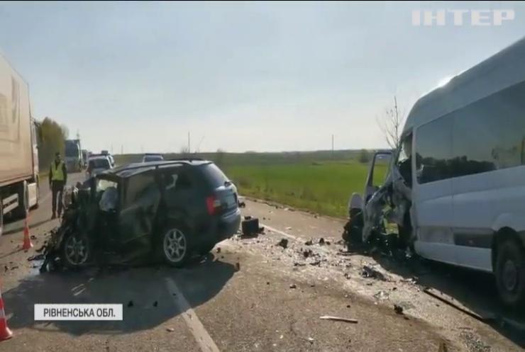 На Рівненщині родина загинула у аварії
