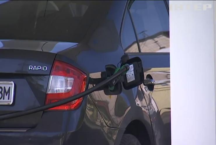 Кабмін зобов'язав АЗС повідомляти про здорожчання пального