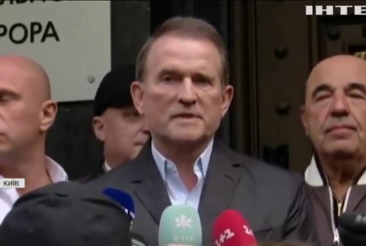 Ховатися не збирається: Віктор Медведчук прибув до офісу генпрокурора