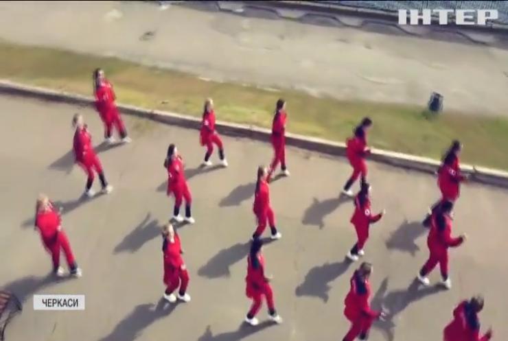 Зірки YouTube: медпрацівники влаштували танцювальний флешмоб у Черкасах