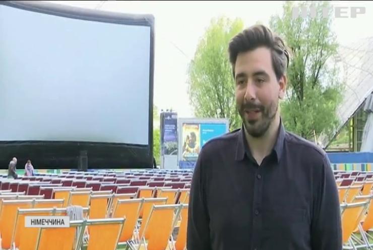 """Фільми на свіжому повітрі: у Німеччині відкривають """"літні"""" кінотеатри"""