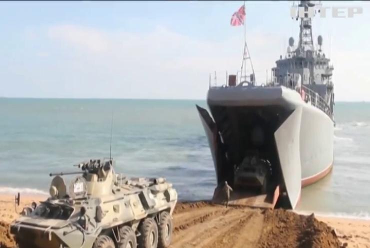 Росія посилює військову присутність на кордонах