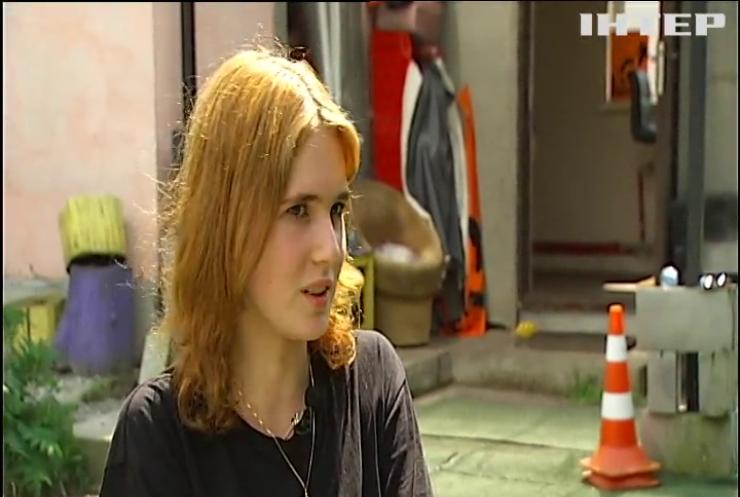 Звірячі розваги: у центрі Києва над дівчинкою-підлітком жорстоко познущалися однолітки