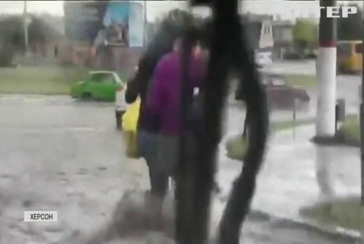 Потоп від заходу до сходу: Україну накрили потужні зливи