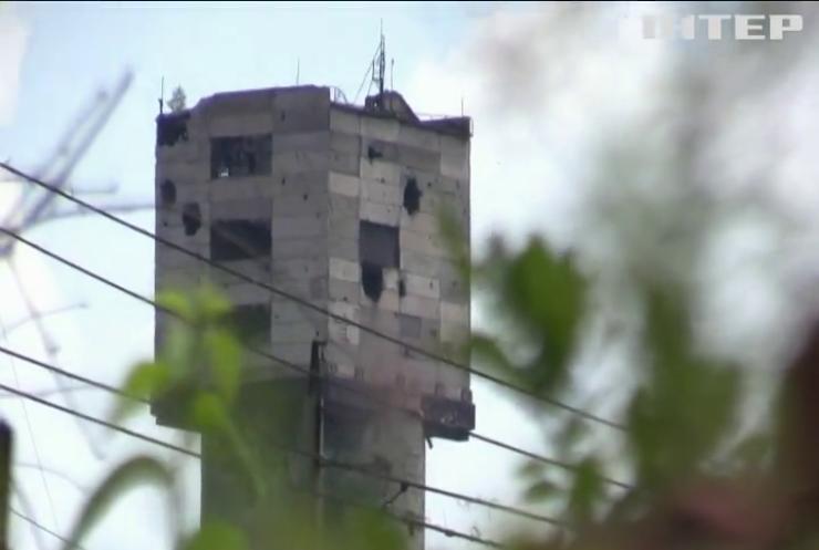 Біля Луганського поранило українського військового