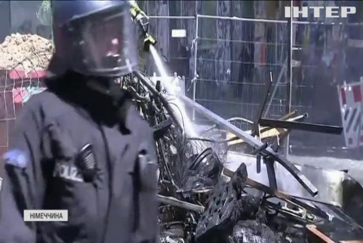 У Берліні безхатьки дали бій поліції: кидали каміння та підпалювали барикади