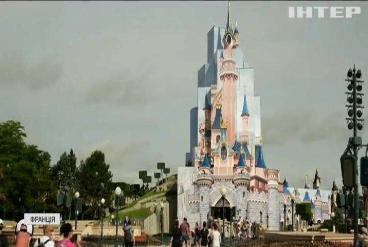 У Франції святкують відкриття Діснейленду