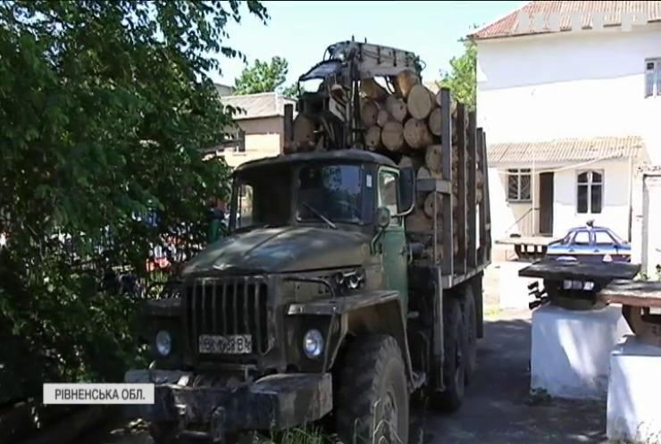 На Рівненщині колесо вантажівки відірвало руку пішоходу