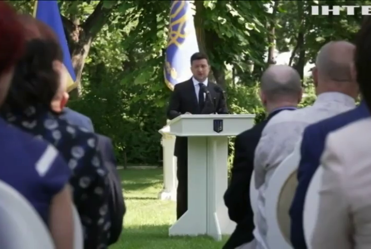 Подарунок до свята: Володимир Зеленський відзначив державними нагородами найкращих медпрацівників