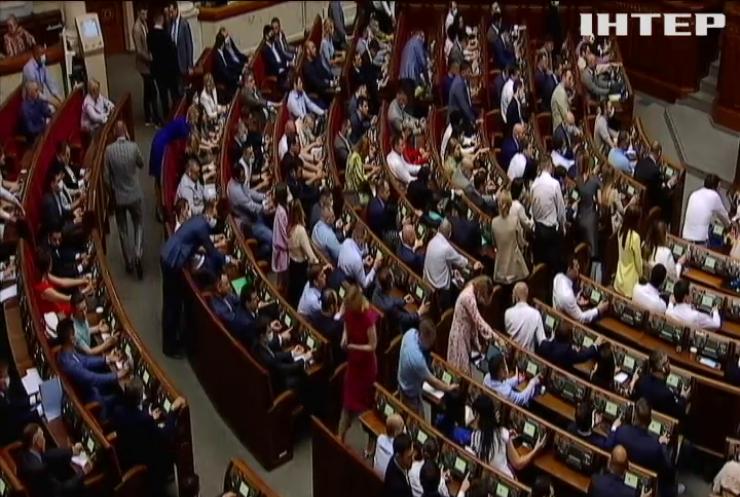 Неспокійний Парламент: чому депутати перетворили Верховну Раду на ринг для боїв без правил
