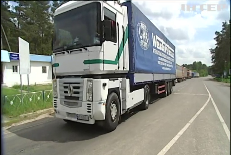 У Києві через спеку обмежують рух вантажівок