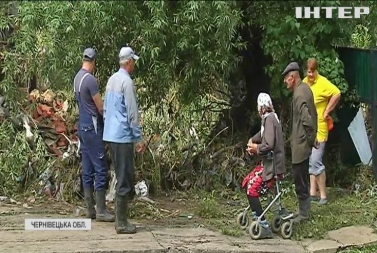 На Буковині потужна злива затопила десятки населених пунктів