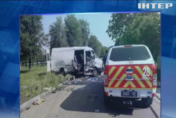 На Дніпропетровщині у жахливій ДТП загинули пасажири мікроавтобуса