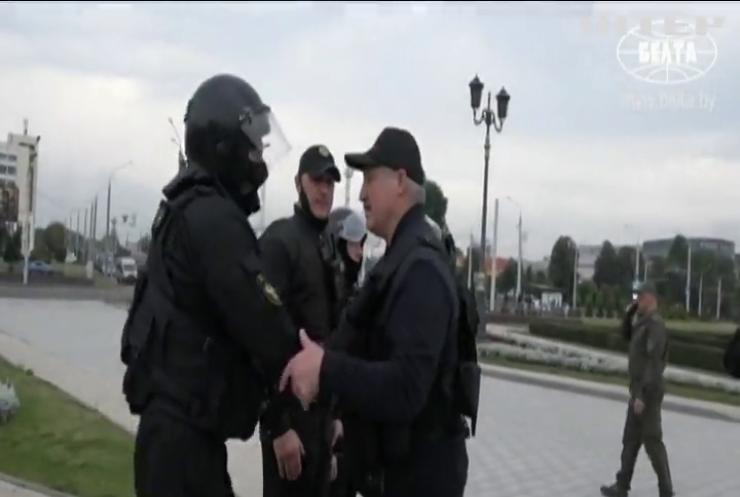 """Гасло """"Живє Бєларусь"""" під забороною: режим Лукашенка посилює тиск на опозицію"""
