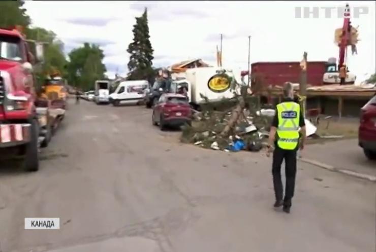 Канада оговтується після потужного торнадо