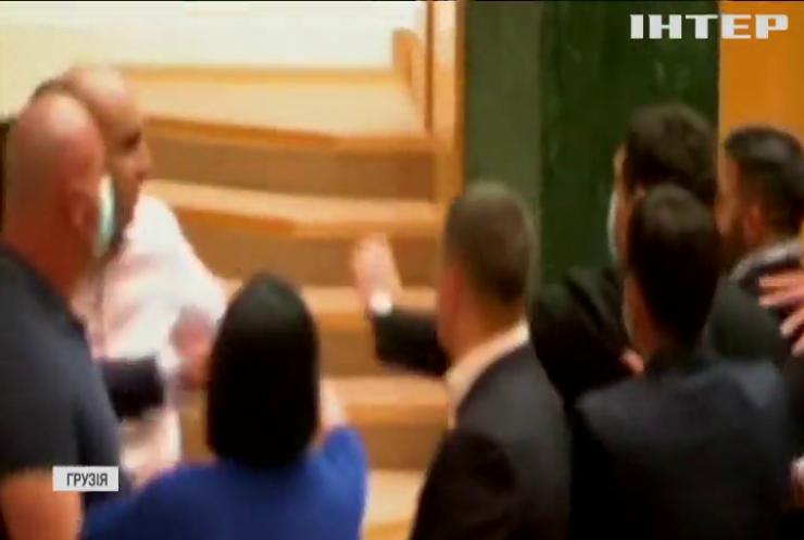 Засідання парламенту Грузії перервали через бійку