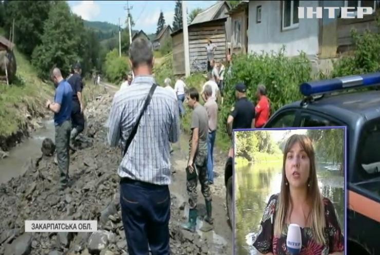 Пошкоджені мости, побиті автомобілі та підтоплені хати: на Закарпатті підраховують збитки від негоди