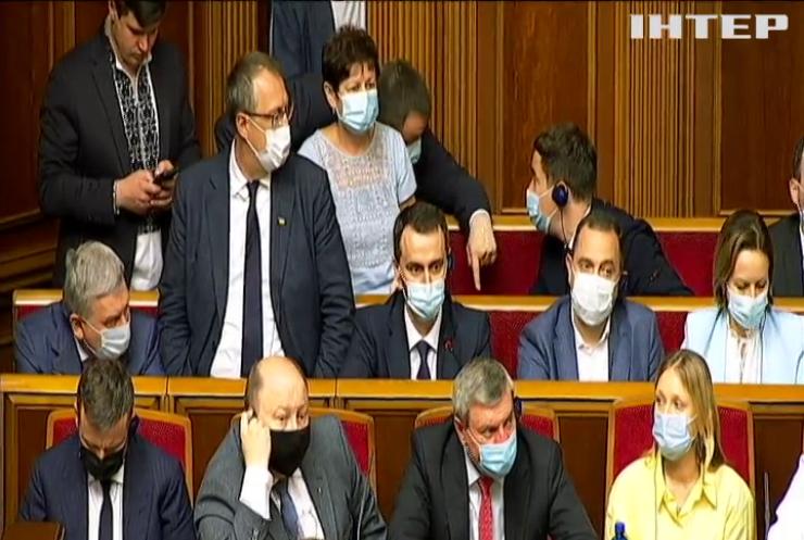 Туризм, вакцини та виплати пенсіонерам: депутати заслухали звіт очільника Кабміну