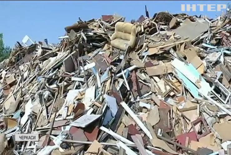 Черкаси вже тиждень завалює сміттям: у чому причина?