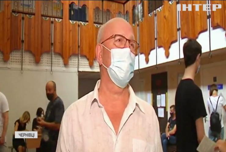 Гуртом на укол: у Чернівцях ОСББ організувало колективне щеплення для всіх мешканців будинку