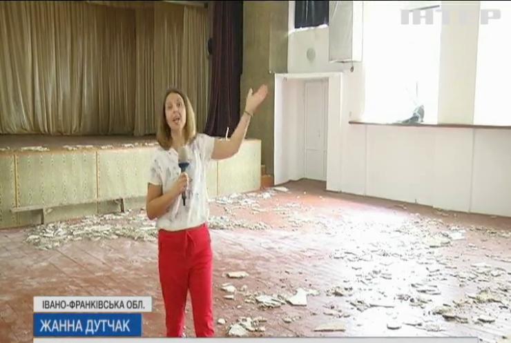 Смерч та руйнівна вода: на заході України потужні зливи затопили вулиці та зруйнували будинки