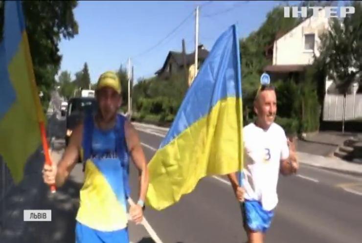 Пробігти через всю Україну: у Львові стартував патріотичний марафон