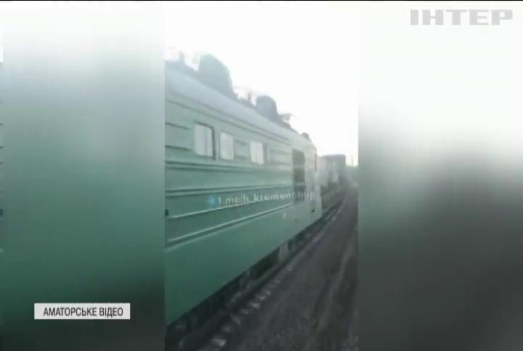 На Полтавщині фура з комбайном потрапила під потяг з військовою технікою