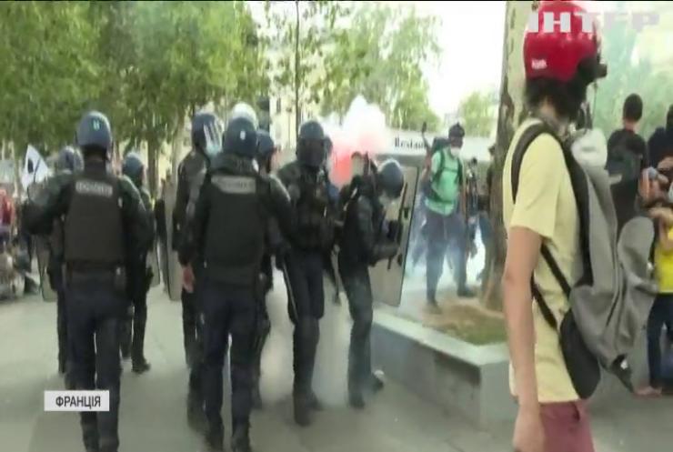 Французи протестують проти примусового щеплення та санітарних перепусток