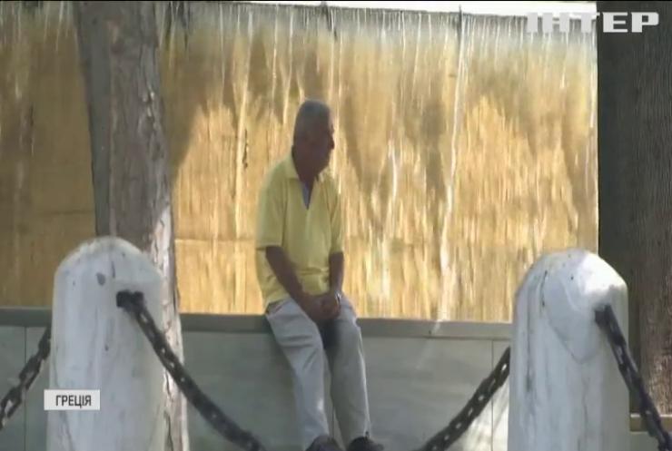 Рекордна спека: у Греції відпочивальники окупували фонтани та пляжі