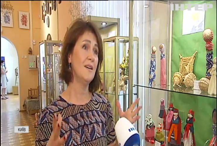 Експозицію старовинних дитячих ляльок представили у Музеї іграшок
