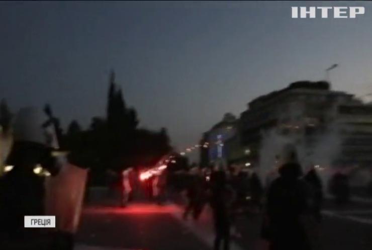 У Афінах поліція розганяла антивакцинаторів сльозогінним газом