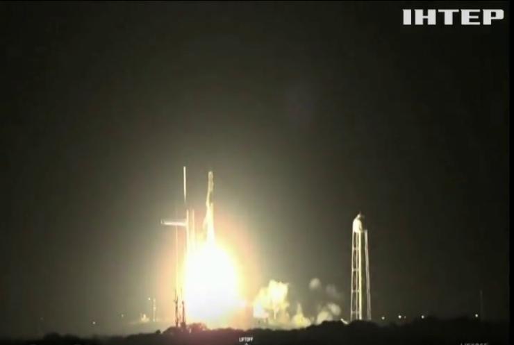 Корабель SpaceX доправив на МКС їжу та обладнання