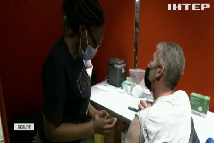 Європа вакцинується: брюссельцям роблять щеплення у супермаркеті