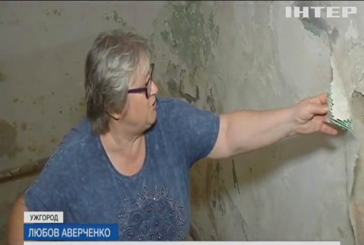 Унікальний будинок в Ужгороді руйнується на очах: влада розводить руками