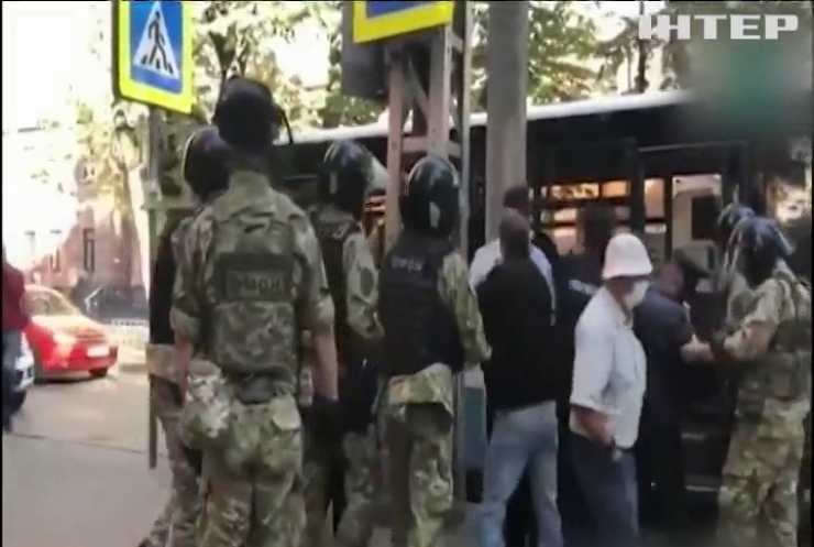 У Криму незаконно утримують більше сотні українців